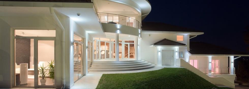 Custom design building sydney sydney custom design for Sloping block home designs nsw